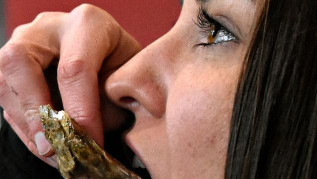 VIDEO: Sophia Tries Oysters